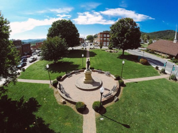 Burnsville-Town-Square_CREDIT-SAM-DEAN-700x525